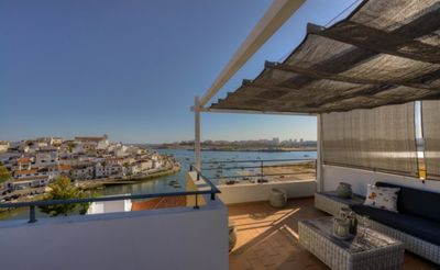 Roof terrace with lounge set, dinner table and BBQ (Only unit 1 and 2).