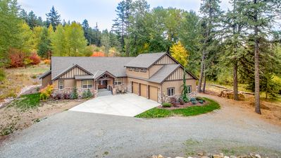 Photo for SAVE 25% NOW! The BEST Private 5BD Hm Nr. Suncadia|Game Rm,Hot Tub, Grass Yd