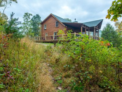 Photo for Gorgeous hilltop lodge with stunning views! Pet friendly accommodations close to Rock House!