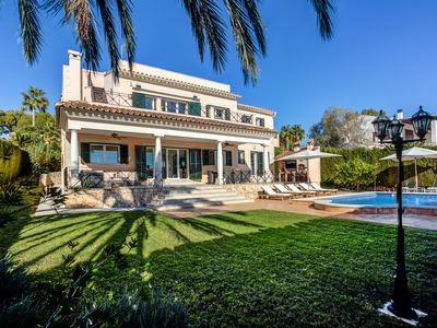 Photo for Luxury villa with beautiful sea views in a prime location on the outskirts of Palma