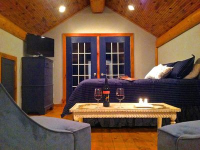 Photo for Romantic, Cozy Lakeside Cottage, Beautifully Appointed, Central AC,