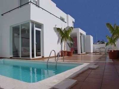 Photo for Beautiful holiday home with Heated Pool, Private Patio and Great Location