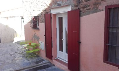 Photo for In Collioure, charming little pied a terre 2 minutes from the beaches.