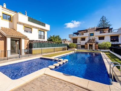 Photo for One bedroom Apartment, sleeps 3 with Pool, Air Con and Walk to Beach & Shops