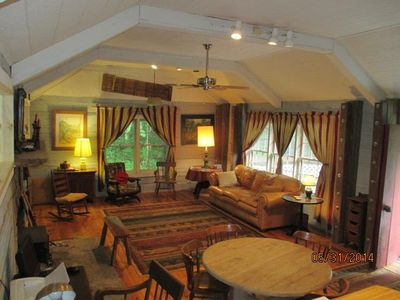 Cozy and friendly vaulted ceiling living room
