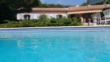 Provencal villa with private protected pool and tennis