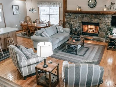 Lakefront Cabin w/Hot Tub, Pool Table, King Size Bed & Unlimited Access to Norris Lake