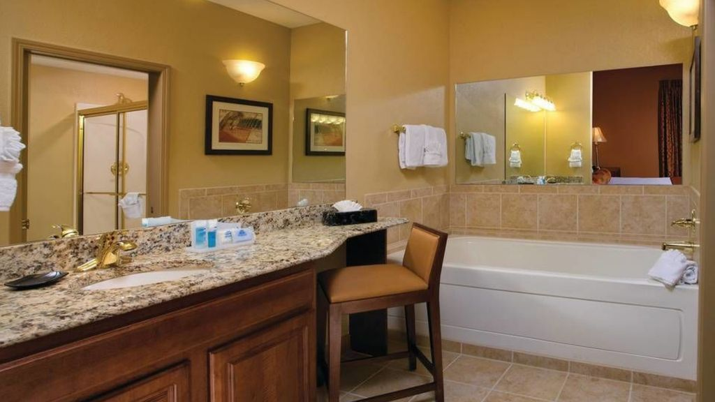 Resort Managed 2 Br Suite Downtown Shuttle On Site Service Great Deals Nashville Tennessee