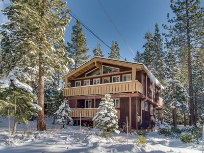 Photo for Classic chalet with room for the whole family & easy lake access!
