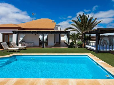 Photo for Detached house with private pool and garden of 1000m2