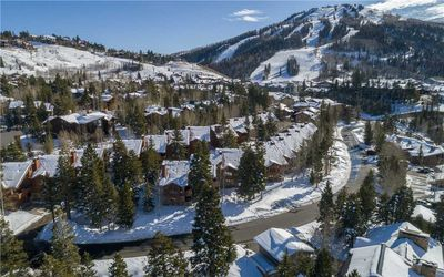 Quick walk to Silver Lake Lodge & Lifts! Beautiful mountain views! Private Hot t