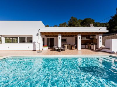 Photo for Fantastic Villa with Pool, Wi-Fi and Terrace; Pets Allowed, Parking Available