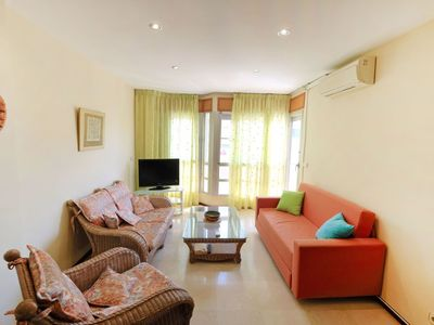 Photo for Lovely apartment for 5 guests with WIFI, A/C, TV, pets allowed and parking