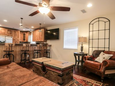 Photo for Absolutely Charming Agave Roost, 2 /1.5 bath, Full Kitchen, Walk to Main!