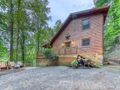 Photo for Woodland cabin w/ private hot tub, pool table & arcade - dogs welcome!