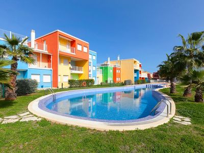 Photo for Nice apartment for 4 people with pool, WIFI, A/C, TV and parking