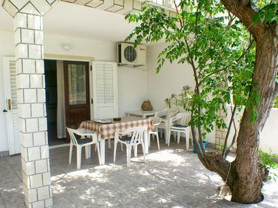 Photo for One bedroom apartment with terrace and sea view Metajna, Pag (A-4116-a)