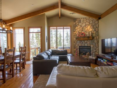 Photo for 4 bedroom, Ski-in /ski-out, Private hot tub, Family friendly,