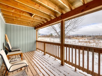 Photo for Ground level home w/private deck and amazing views. Shared hot tub, sauna, grill
