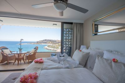 A comfortable king size bed with a view. What more can you want...