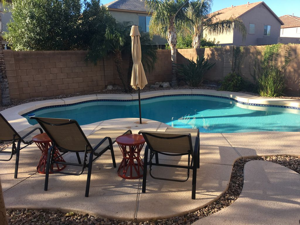 Private pool 4 bedroom 3000 sq foot poo vrbo for Average square footage of a pool