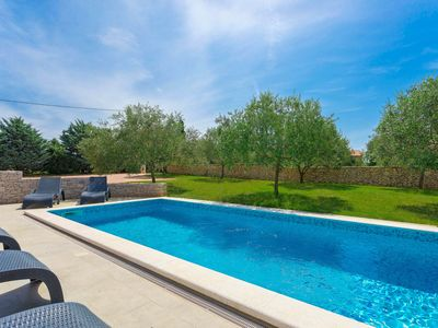 Photo for This 4-bedroom villa for up to 10 guests is located in Pula and has a private swimming pool, air-con