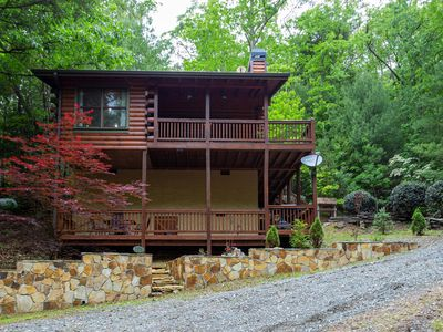 Photo for Welcome to Bearadise! Charming cabin 10 minutes to downtown Blue Ridge!
