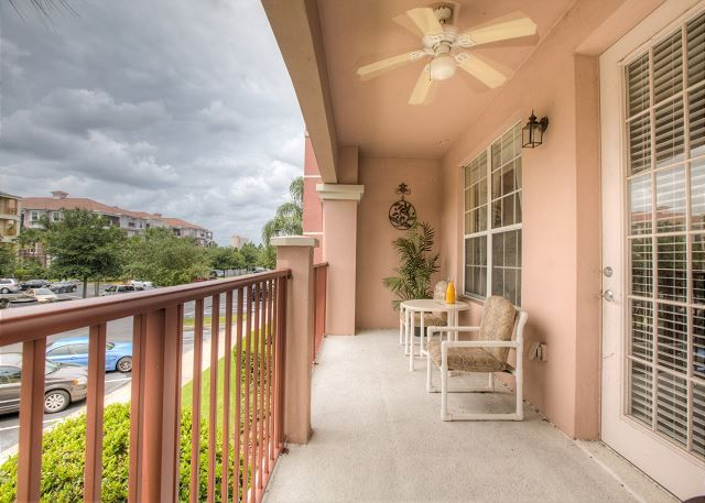 Close to Pool in Vista Cay