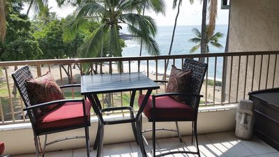Photo for Top Floor Beachfront  / Walk to Town / King Bed / A/C  / Wifi