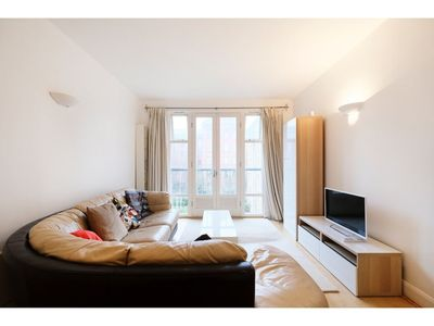 Photo for Clean, Secure 2BR Flat for 4 in East London