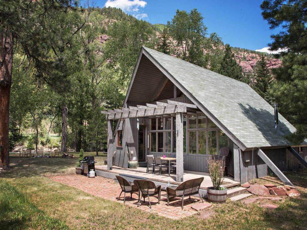 Cozy mountain cabin situated on the crystal river fly for Crystal mountain cabin rentals