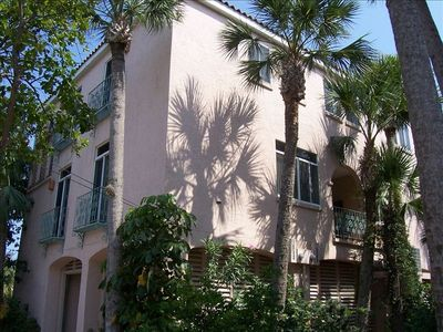 3 BR, 2.5 Bath Villa, Sleeps 8-10, Next to Village & Beach