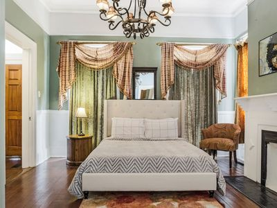 Victorian Charmer in Historic Downtown Savannah