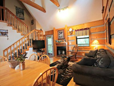 Photo for 10% BACK TO SCHOOL SPECIAL 7/6-8/30 Dances w/Wolves Hot Tub, WiFi, Jacuzzi Tub,Close to Pigeon Forge
