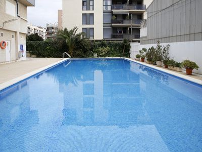 Photo for AT127 BARCELONA: Apartment with communal pool 350 m from the beach