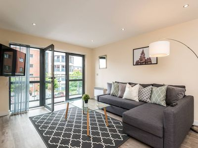 Photo for Superb, Bright 2 bed Apt