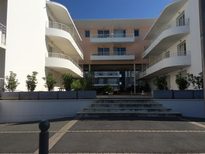 Photo for Duplex La Rochelle district of the minims. Swimming pool in the summer.