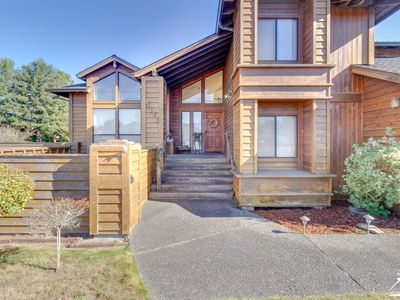 Photo for Tall Trees Lodge - Upscale Home in South Eureka near the Golf Course!