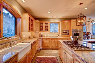 Clare's in Town - Spacious Kitchen with All Appliances
