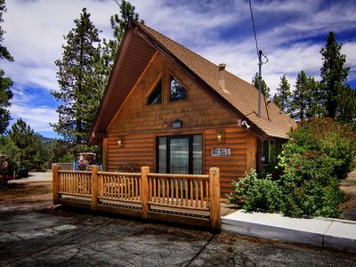 Photo for Adorable, Pet Friendly, Hot Tub, Near Lake & Village!