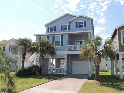 Family need a change of scenery? 100 yds to private beach/view from every window