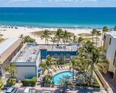 Photo for Blue Ocean Villa 3 BEACH FRONT 4/3 for 10 POOLl