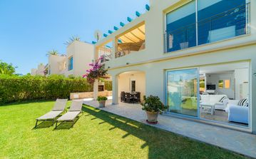 Cozy apartment with pool, garden, BBQ and access to 100 m from the beach