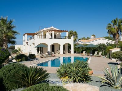 Photo for Modern and luxurious villa in the Sea Caves area