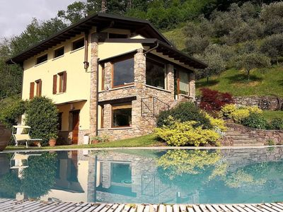 Photo for Apartment in 2-floor villa with swimming pool, equipped garden and lake view
