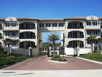 Luxurious, peaceful beachfront condo minutes from St Augustine and Daytona Beach