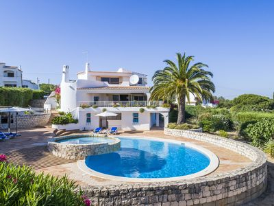Photo for Luxury Villa with Large Pool and Stunning Ocean View in Carvoeiro Region
