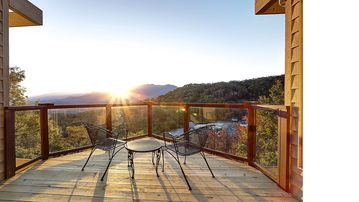 Beautiful 4 bedroom chalet with million dollar views