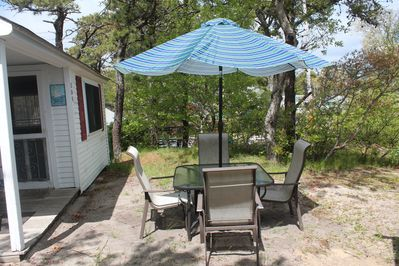 Peachy Quaint Cape Cod Cottage Located In Chases Grove Dennis Port Home Interior And Landscaping Spoatsignezvosmurscom