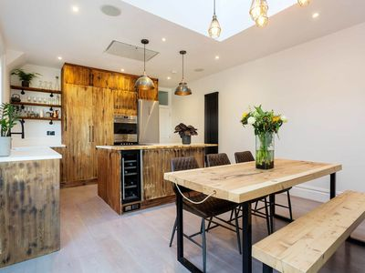 Photo for A sleek and sophisticated home located in friendly Clapham, sleeps 4 (veeve)